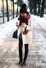 Fashionable scarves for winter outfits 23