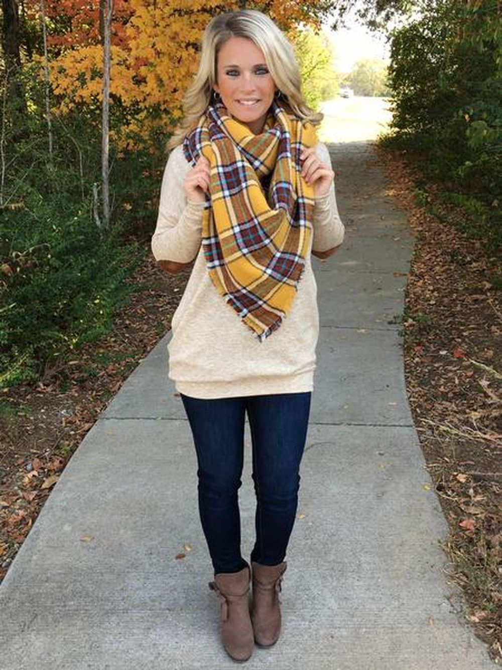 Fashionable scarves for winter outfits 3