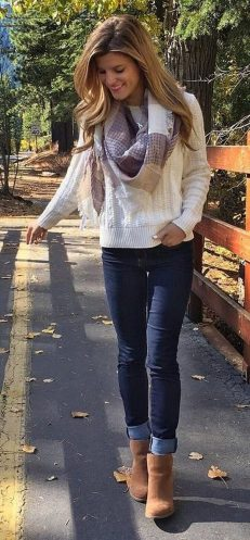 Fashionable scarves for winter outfits 33