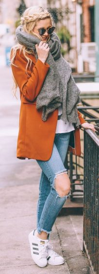 Fashionable scarves for winter outfits 38