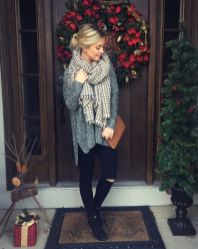 Fashionable scarves for winter outfits 39