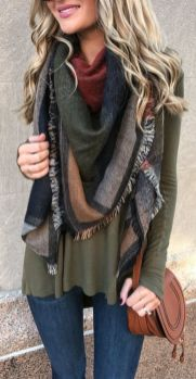 Fashionable scarves for winter outfits 4