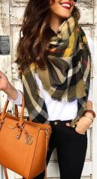 Fashionable scarves for winter outfits 40