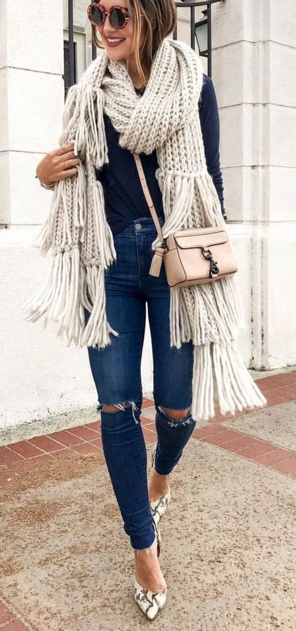 Fashionable scarves for winter outfits 44