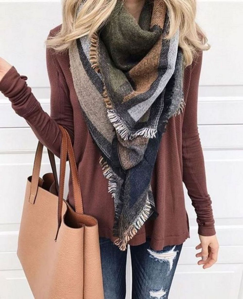 Fashionable scarves for winter outfits 49