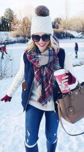 Fashionable scarves for winter outfits 68