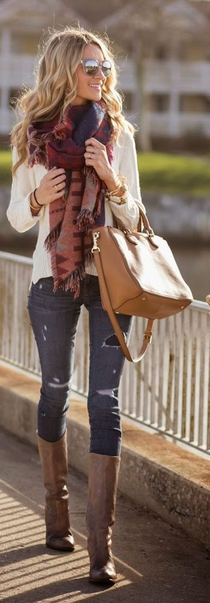 Fashionable scarves for winter outfits 76