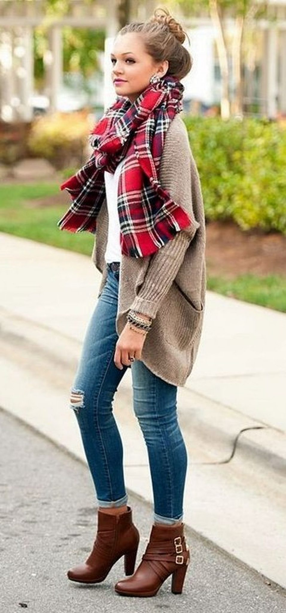 Fashionable scarves for winter outfits 94