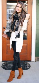 Fashionable scarves for winter outfits 96