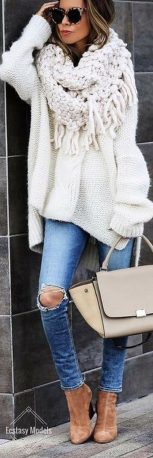 Fashionable scarves for winter outfits 99