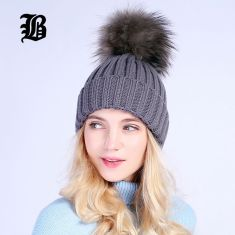 Fashionable women hats for winter and snow outfits 13