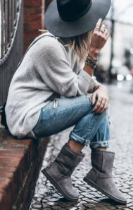 Fashionable women hats for winter and snow outfits 19