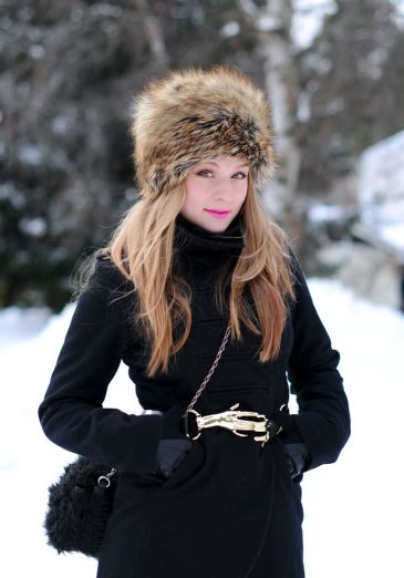 Fashionable women hats for winter and snow outfits 30