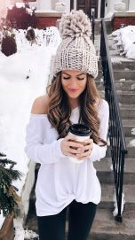 Fashionable women hats for winter and snow outfits 33
