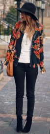 Fashionable women hats for winter and snow outfits 34