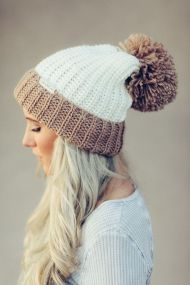 Fashionable women hats for winter and snow outfits 38