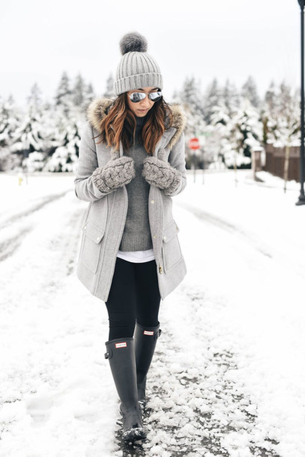Fashionable women hats for winter and snow outfits 40