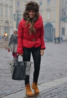Fashionable women hats for winter and snow outfits 42