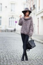 Fashionable women hats for winter and snow outfits 55