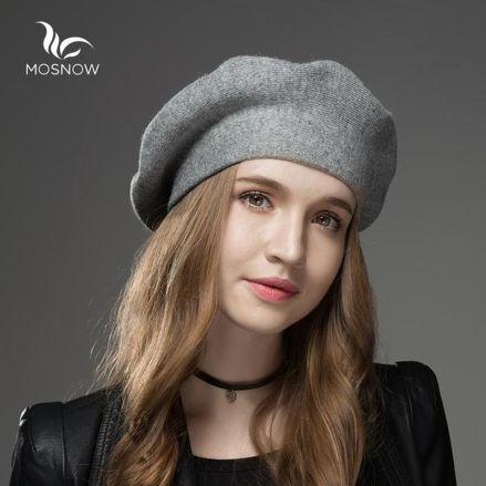 Fashionable women hats for winter and snow outfits 70