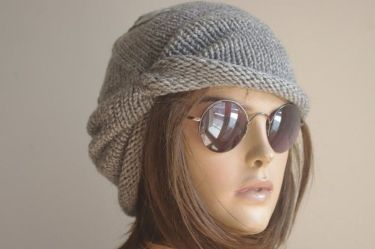 Fashionable women hats for winter and snow outfits 77