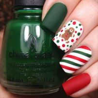 Gorgeous christmas nails ideas 20