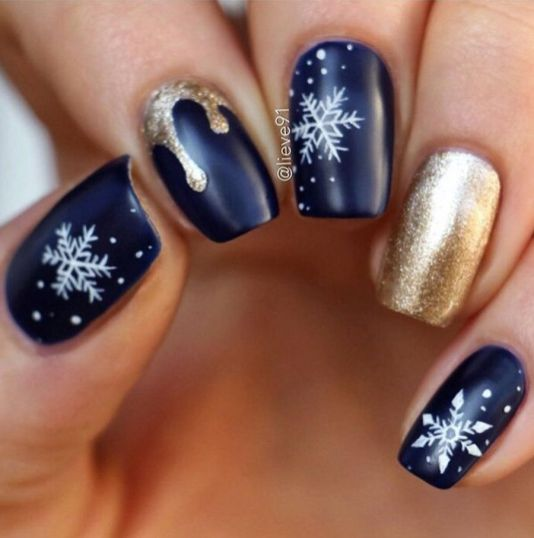 Gorgeous christmas nails ideas 36