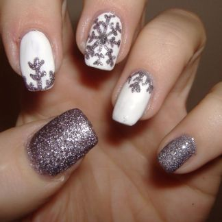 Gorgeous christmas nails ideas 99