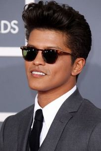 Men classy modern pompadour hairstyle 4