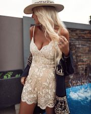 Boho dress for holiday and vacation outfits 17