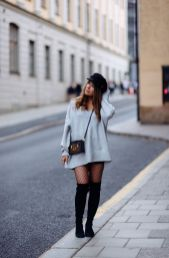 Fashionable oversized sweater for winter outfit 11