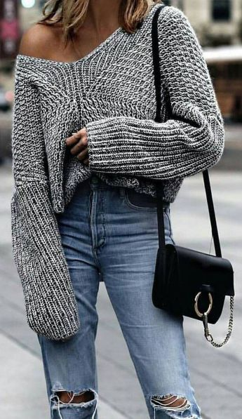 Fashionable oversized sweater for winter outfit 26