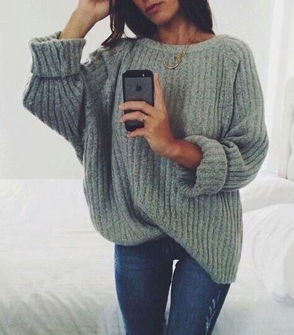 Fashionable oversized sweater for winter outfit 3