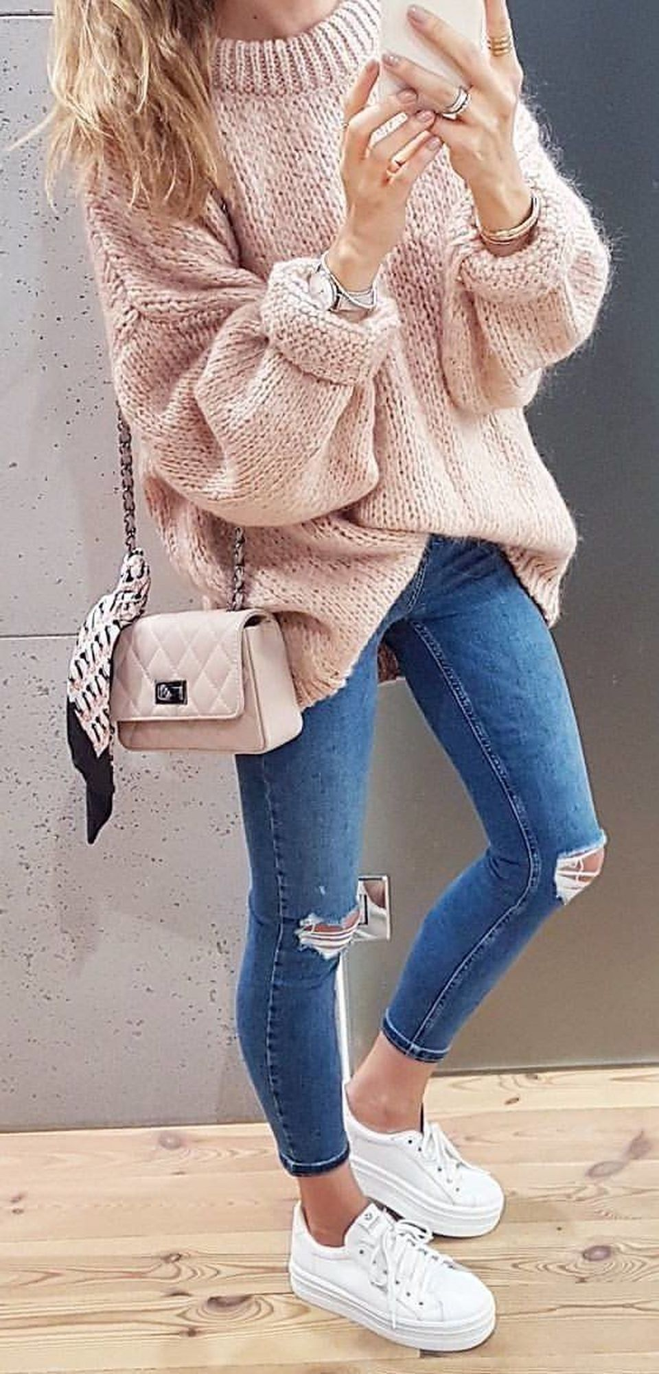 Fashionable oversized sweater for winter outfit 40