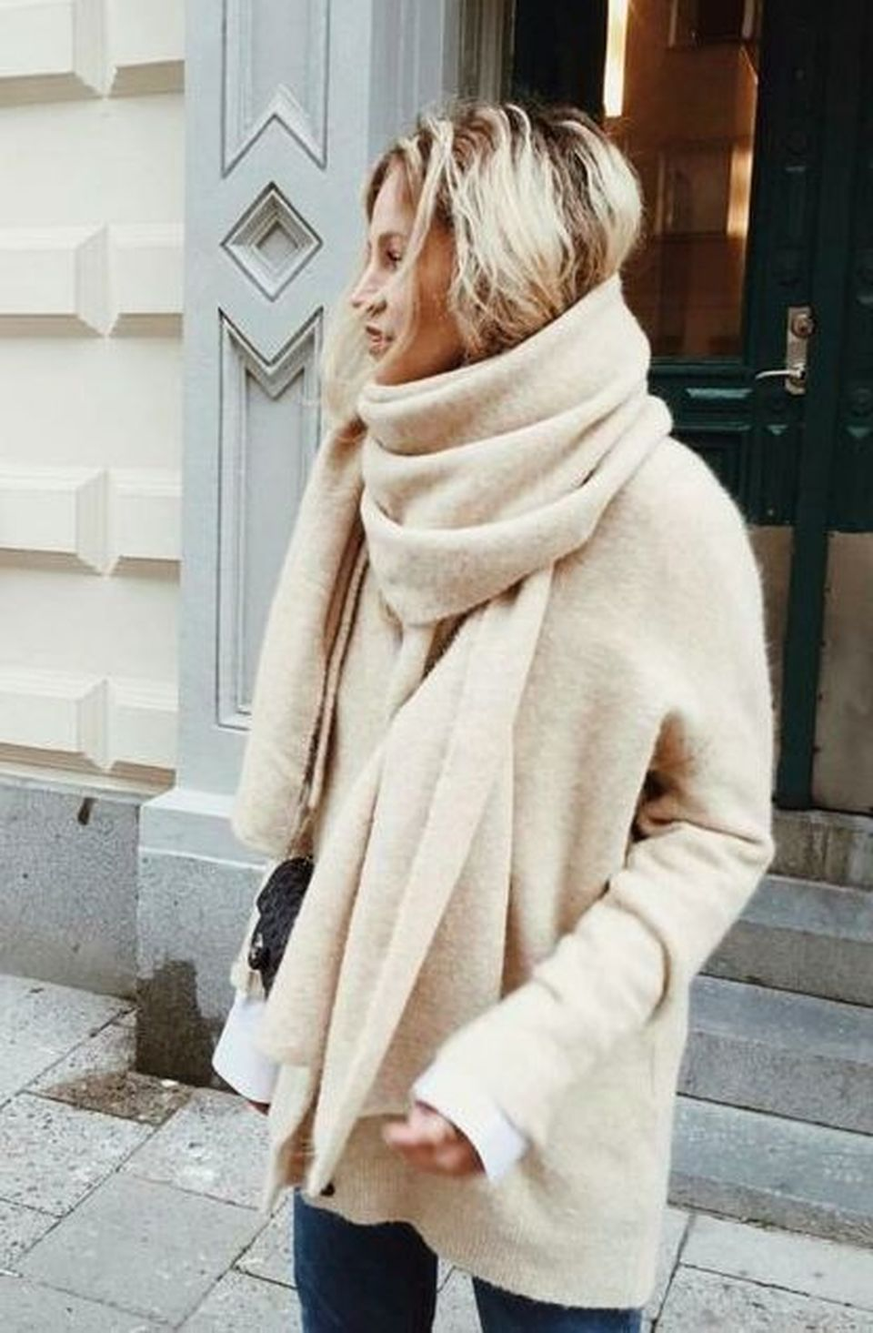 Fashionable oversized sweater for winter outfit 9
