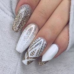 Sweet acrylic nails ideas for winter 22
