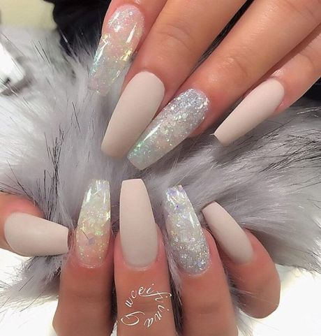 Sweet acrylic nails ideas for winter 23