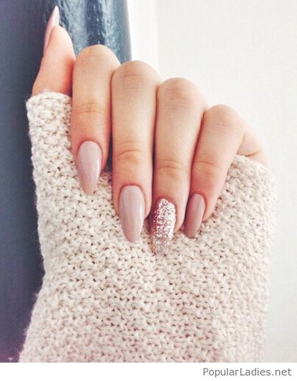Sweet acrylic nails ideas for winter 73