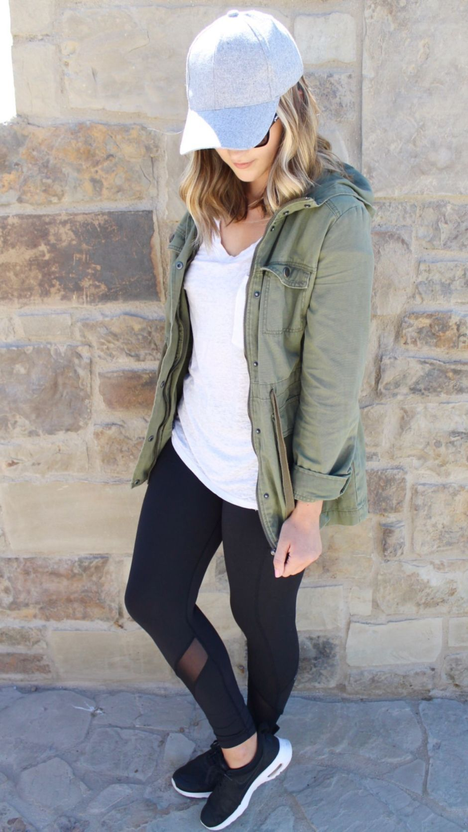 Inspiring Spring Outfits Ideas for Young Mom 16