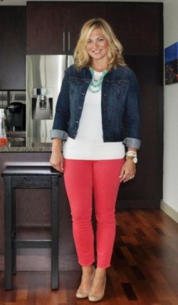 Inspiring Spring Outfits Ideas for Young Mom 22