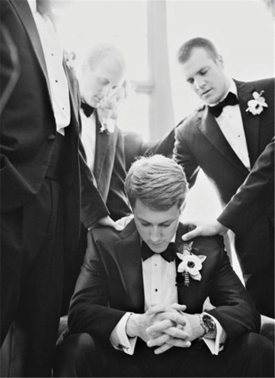 100+ Groomsmen Photos Poses Ideas You Can't Miss 63