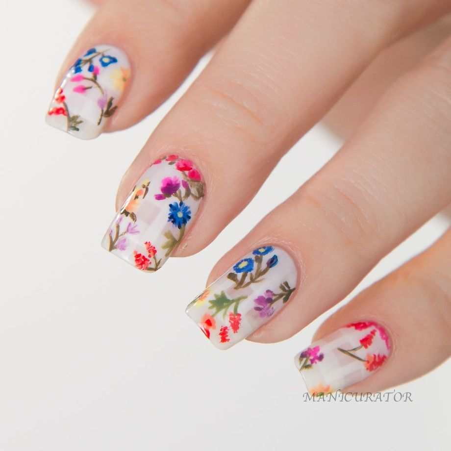 Awesome Floral Nails Design Ideas 16