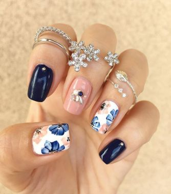 Awesome Floral Nails Design Ideas 5