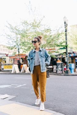 Denim Jacket Outfits Inspirations for Girl 21