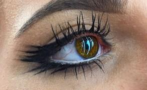 Vanessa Cisullo – graphic eyeliner