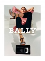 バリーの2017年秋冬広告キャンペーンにテイラー・ヒルが登場
