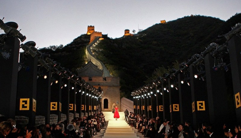 Mame Fashion Dictionary: Fendi Fashion Show at the Great Wall of China
