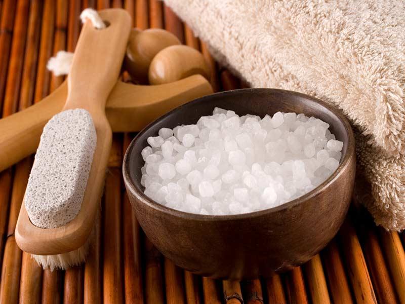 Скраб из морской соли от целлюлита — очень эффективное средство