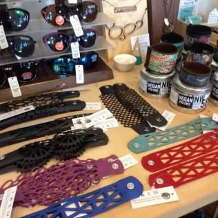 sunglasses-and-bracelets