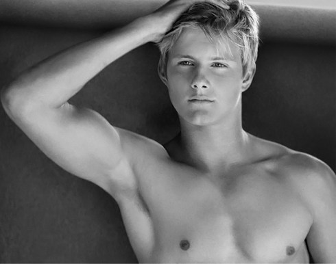 Alexander-Ludwig-for-Abercrombie-Fitch-campaign-2013-06